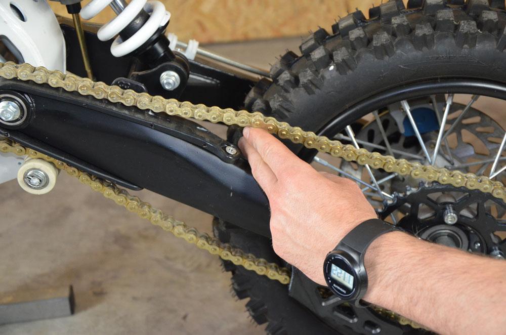 tendre et graisser la chaine de son pit bike. Black Bedroom Furniture Sets. Home Design Ideas