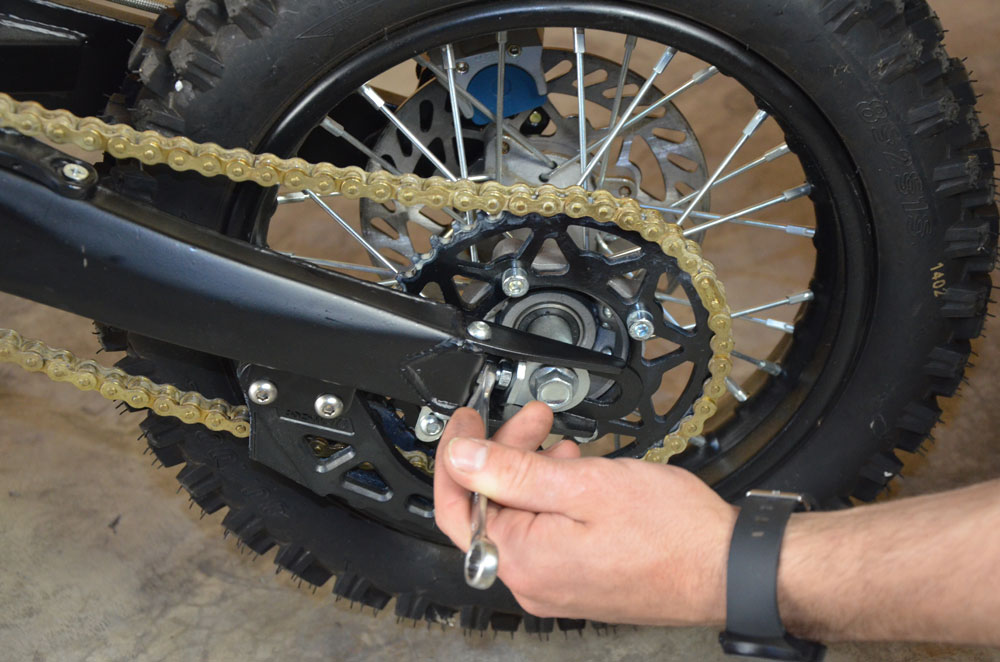 reglage vis chaine pit bike
