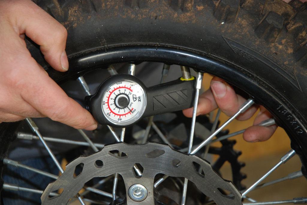 controle pression pneu dirt bike